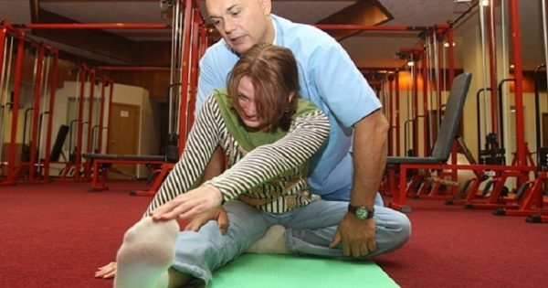 Доктор Бубновский показывает как выполнять упражнение
